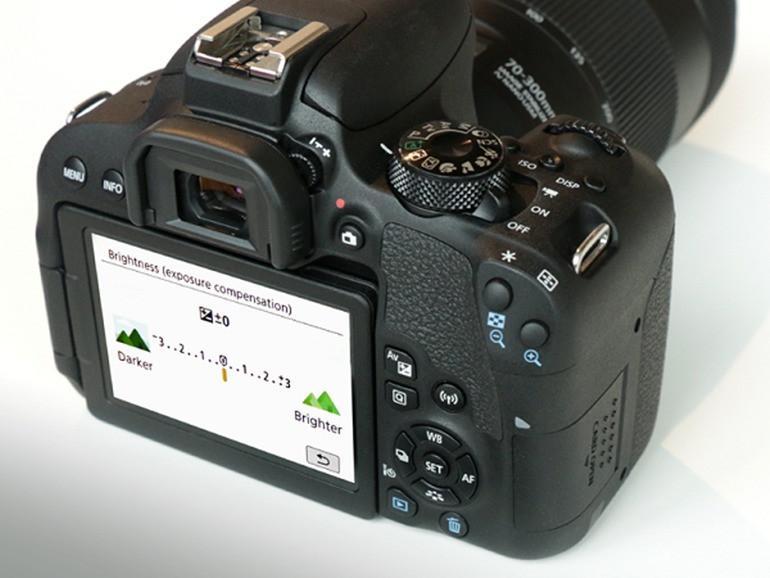 Đánh giá chi tiết Máy Ảnh Canon 800D + Lens 18-55mm IS STM