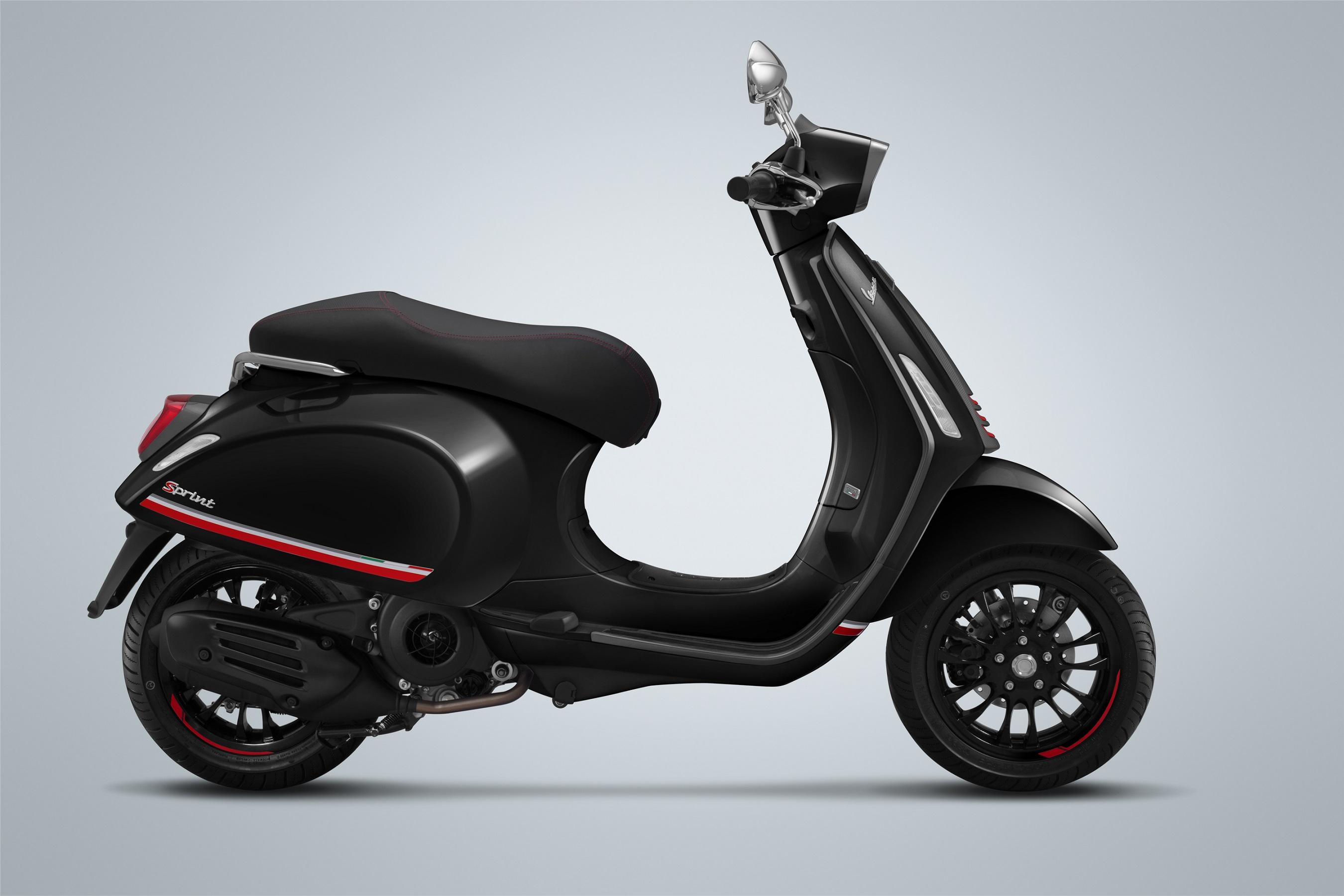 So Sánh Giá Xe Máy Vespa Sprint Carbon 125cc 2019